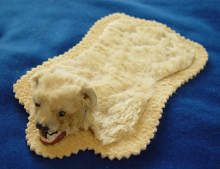 Antikes Eisb�rfell, um 1900, Antique Polar bear fur rug made c1900.