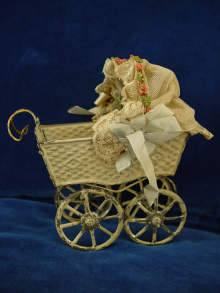 Antiker Puppenwagen aus Blech, um 1900. Rare antique tin doll carriage