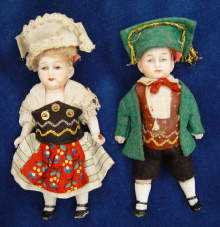 Ein PAAR antike Puppenstuben-Puppen, um 1900. A lovely Pair of two Antique bisque dolls, made about 1900.