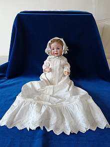 Antique bisque head doll, adorable characterbaby made by Kämmer & Reinhardt Simon & Halbig, made about 1911.